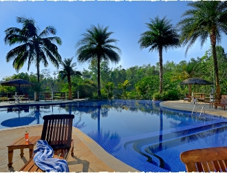 Coorg-Resort-Family-Pool
